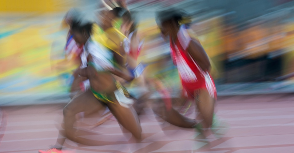 Atletas durante as semifinais dos 100m nos jogos Pan-Americanos de Toronto