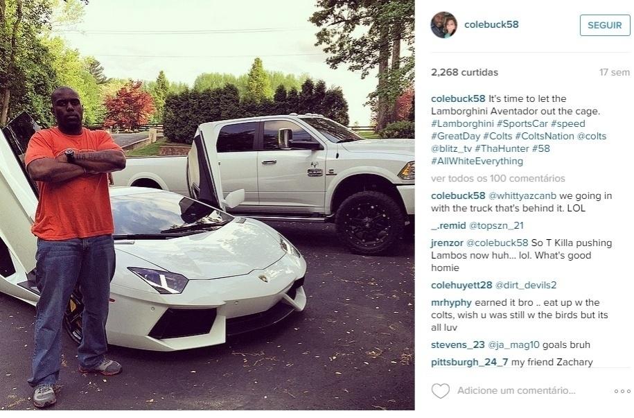 Já Trent Cole, do Philadelphia Eagles, mostra dois carros de uma vez, incluindo um Lamborghini Aventador