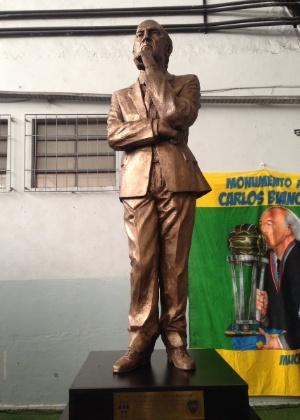 'Essa estátua foi feita graças a quem está do outro lado. São os jogadores que fazem a verdadeira história do futebol', disse técnico em cerimônia
