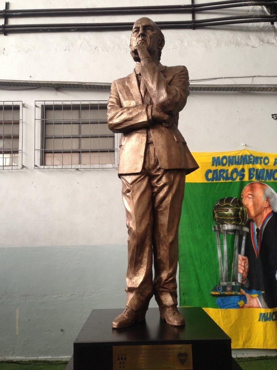 Estátua do técnico Carlos Bianchi em Buenos Aires