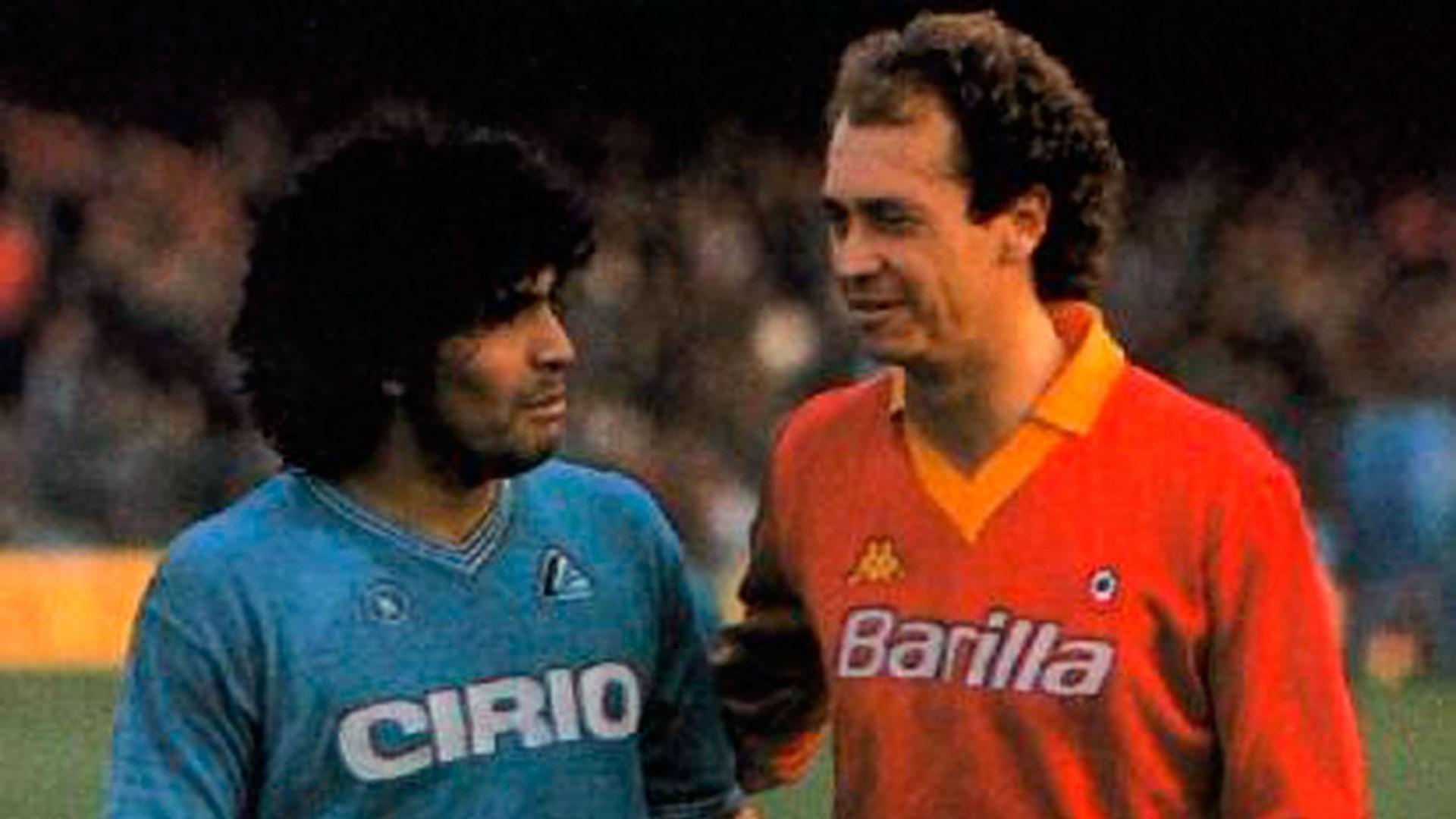 Diego Maradona e Paulo Roberto Falcão nos anos 80, quando defendiam Napoli e Roma