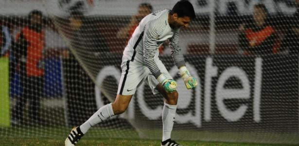 Goleiro Keiller, do Internacional, está fora do Campeonato Gaúcho com lesão