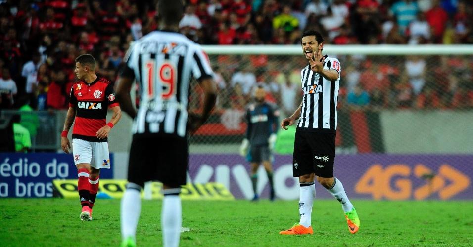 Fred gesticula durante jogo do Atlético-MG contra o Flamengo