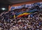 Torcida se desculpa por chamar rival de gay e abre bandeira LGBT em estádio (Foto: César Magalhães/Divulgação)