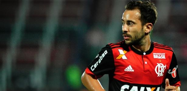 E. Ribeiro volta a mostrar credenciais e explica posicionamento com Diego
