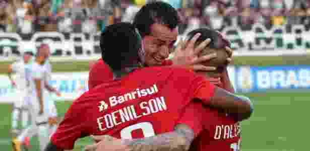 """Jogadores do Internacional comemoram gol marcado por D""""Alessandro - Frankie Marcone/Futura Press/Estadão Conteúdo"""