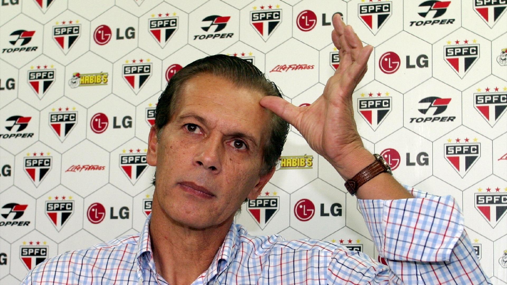 Emerson Leao, técnico do São Paulo em 2004