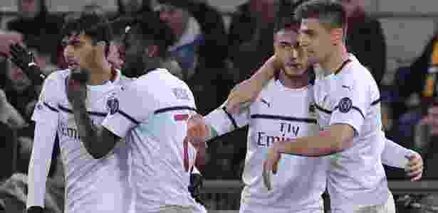 Paquetá comemora com Piatek após dar assistência para o gol do Milan - Tiziana Fabi/AFP