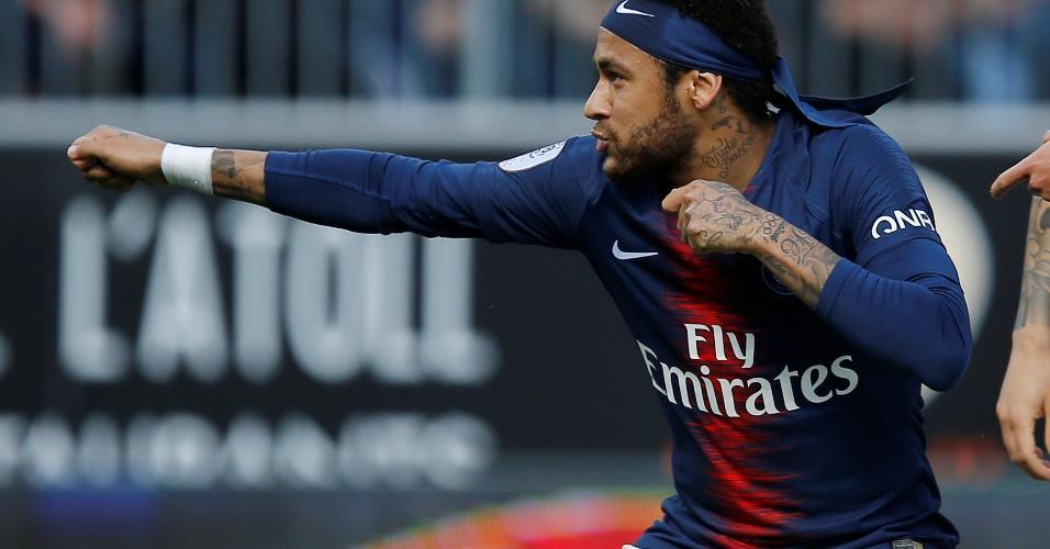 Neymar comemora gol em cima do Angers