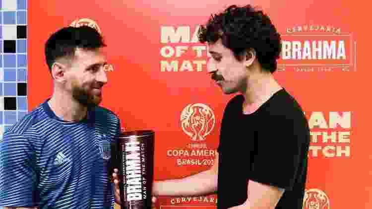 Duda Garbi entrega prêmio a Messi - Staff Images/Conmebol