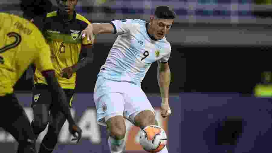 Gaich, de 1,90m e ótima presença de área, deve sair do Pré-Olímpico direto para o futebol belga - Juan BARRETO / AFP