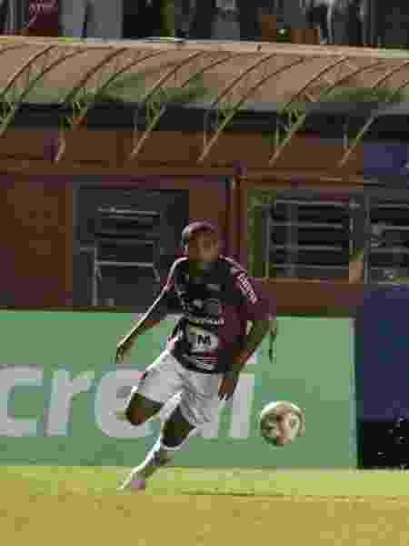 Leo Tilica, jogador do Caxias, foi alvo de injúrias raciais durante partida ontem (9) à noite - Divulgação/Caxias