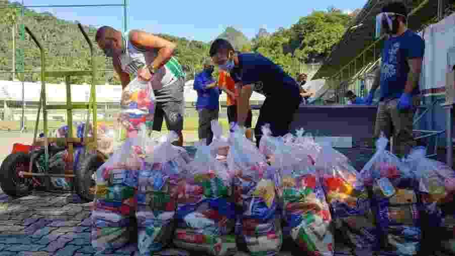 Fluminense doou cestas básicas a funcionários após arrecadação com ingresso simbólico para a final de 95 - Comunicação Fluminense