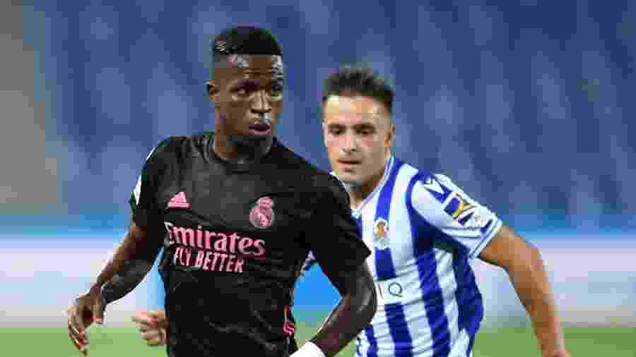 Vinícius Junior protege a bola na partida entre Real Madrid e Real Sociedad pelo Campeonato Espanhol - Juan Manuel Serrano Arce/Getty Images