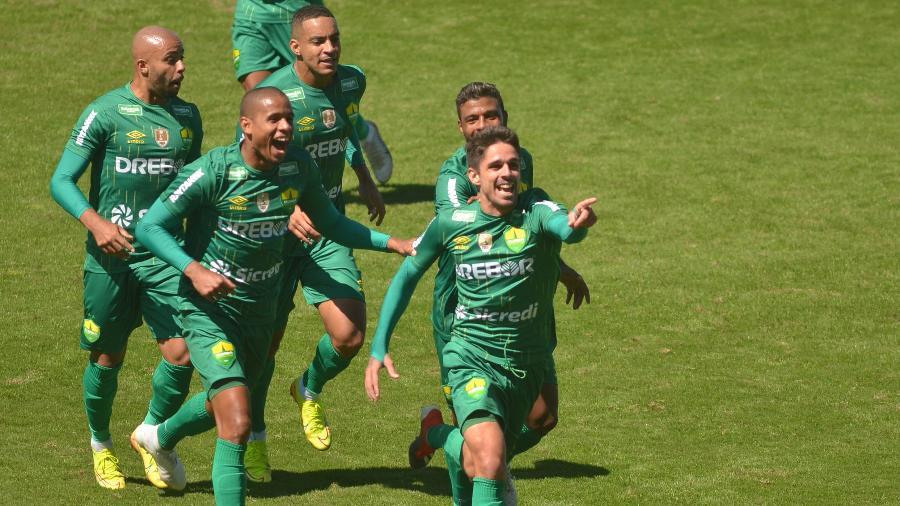 Cuiabá é a sensação da Série B e tem tudo para chegar pela primeira vez à elite do futebol brasileiro - Pierre Rosa/AGIF