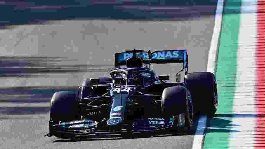 Lewis Hamilton durante o treino classificatório para o GP de Ímola, na Itália, hoje (31) de manhã - Miguel Medina - Pool/Getty Images