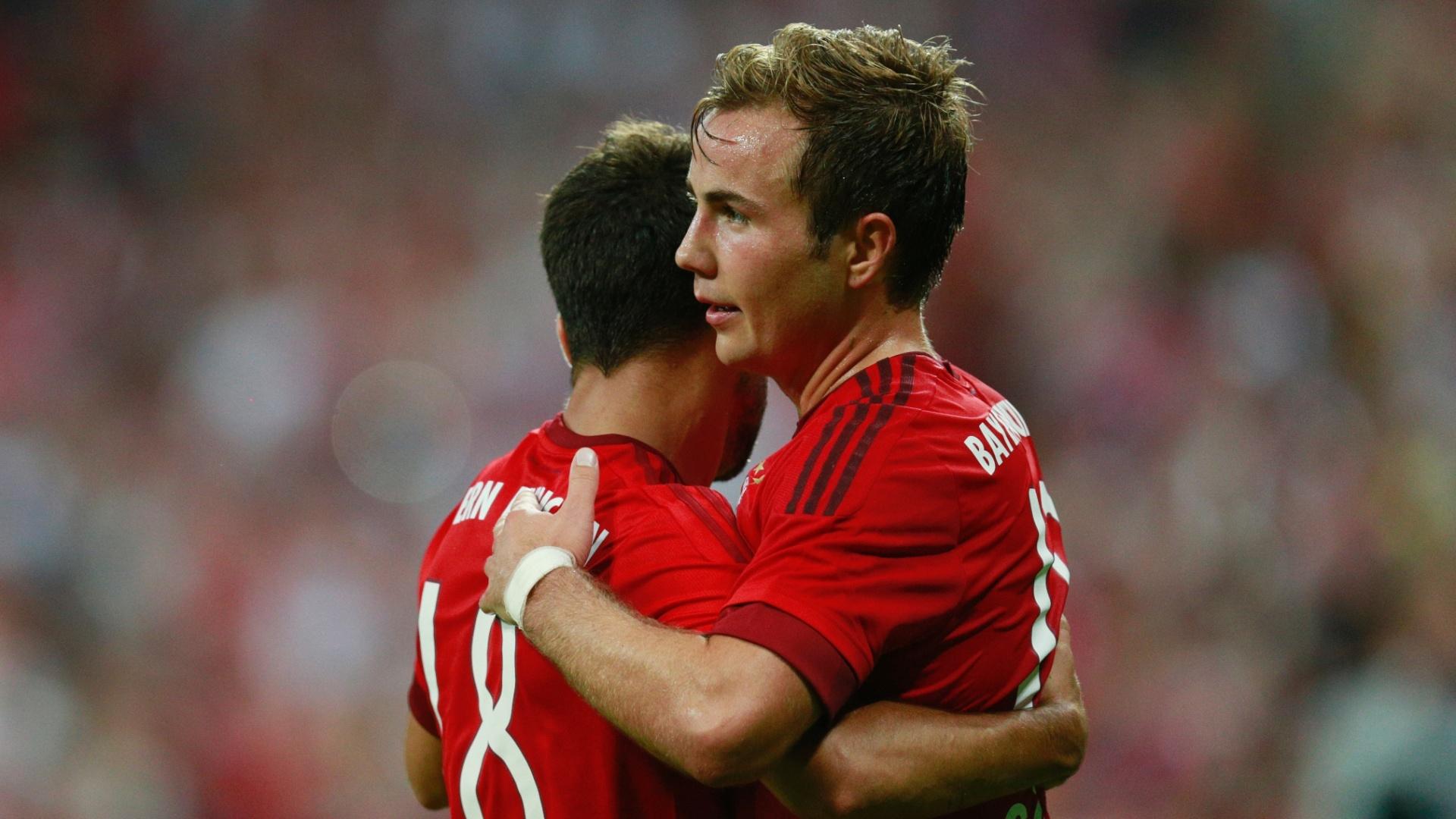 Mario Götze comemora o segundo gol do Bayern sobre o Milan