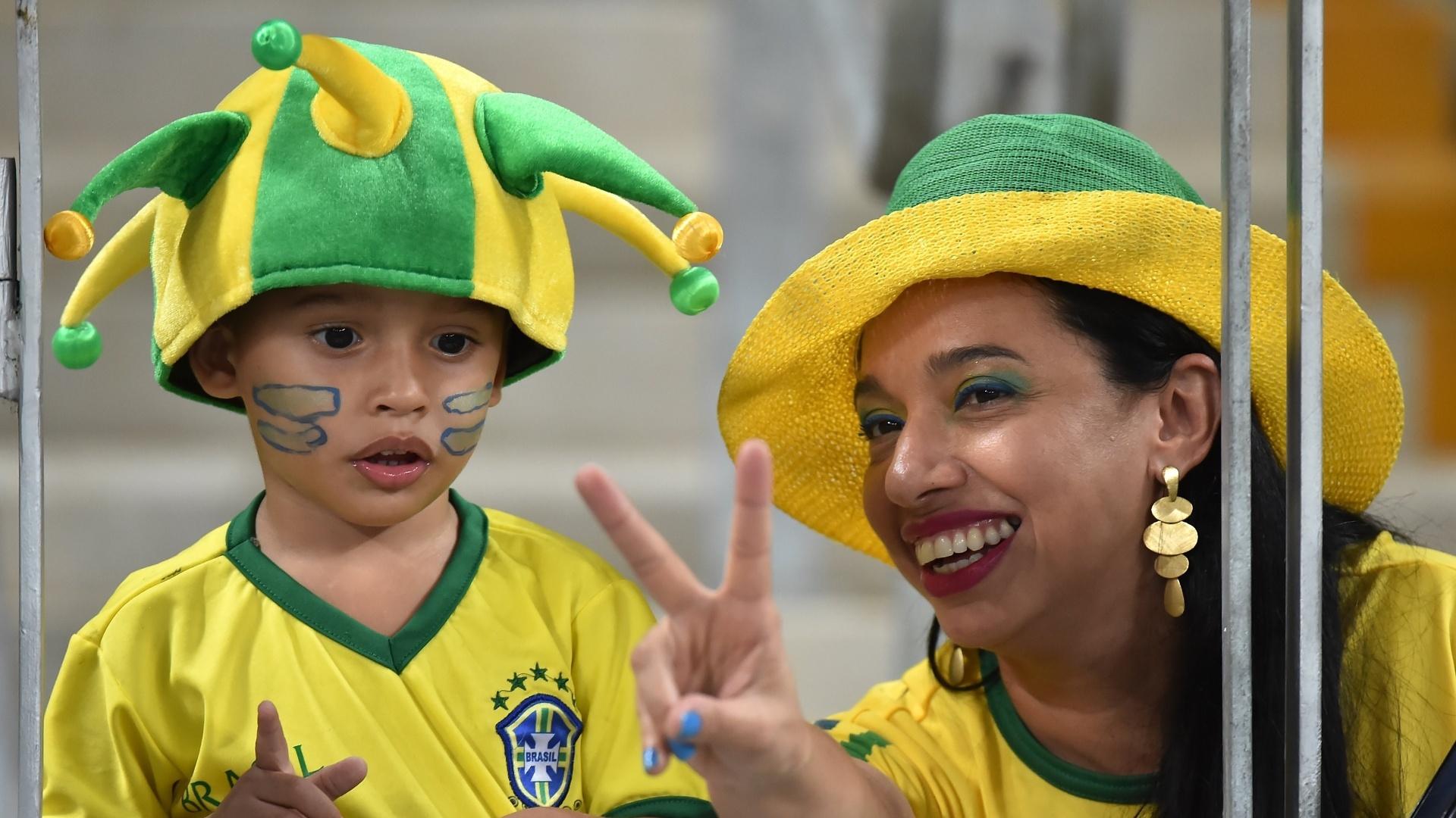 Pequeno torcedor do Brasil apoia a seleção contra a Venezuela, pelas Eliminatórias
