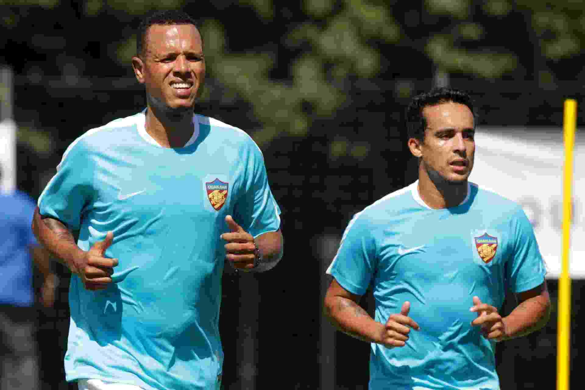 Luis Fabiano e Jadson treinam no Tianjin Quanjian - CLAYTON DE SOUZA/ESTADÃO CONTEÚDO