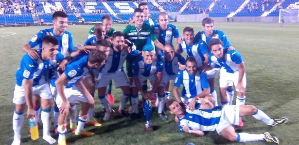 Jogadores do Leganés celebram título em torneio amistoso contra o Villarreal