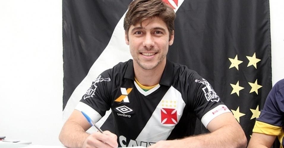 Fellype Gabriel assina contrato com o Vasco