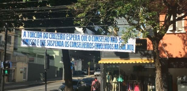 Mensagem pede punição aos conselheiros do clube investigados na operação Lava Jato - Thiago Fernandes/UOL Esporte