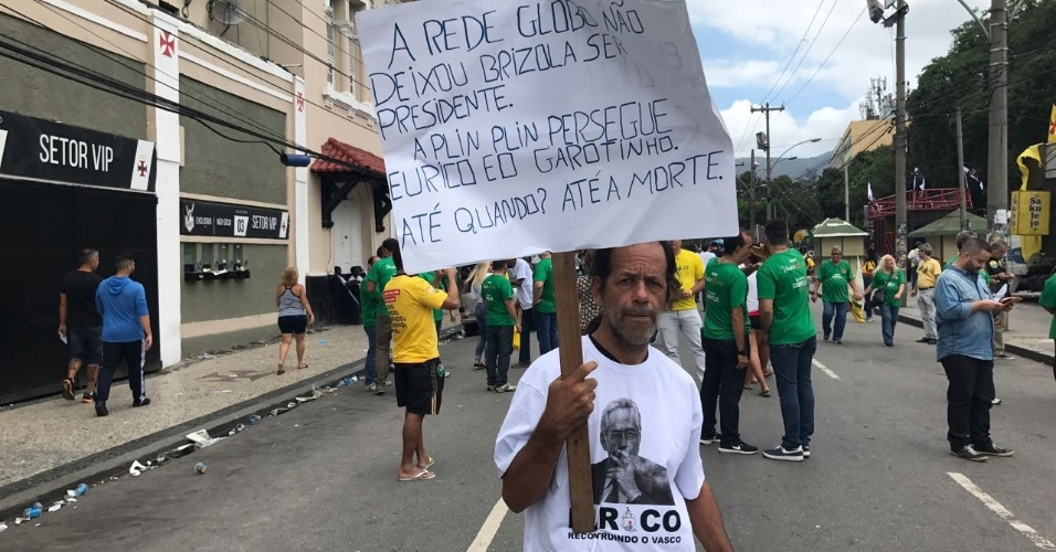 A favor de Eurico, torcedor se manifesta contra a Rede Globo