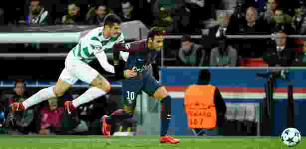 Neymar sofre falta - AFP PHOTO / BERTRAND GUAY - AFP PHOTO / BERTRAND GUAY