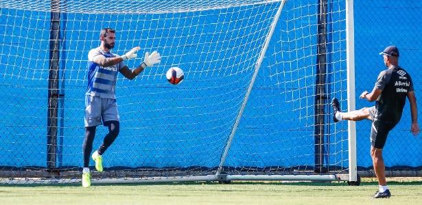 Bruno Grassi participa de treinamento do Grêmio após abrir mão de férias