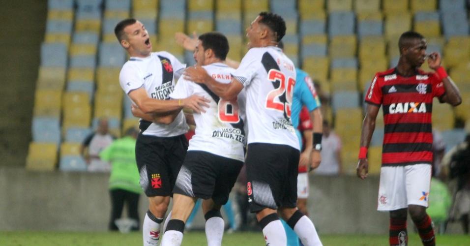 Jogadores do Vasco comemoram gol de Wagner diante do Flamengo no Campeonato Brasileiro 2018