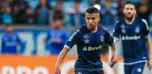 Aos 20 anos, volante ficará com a vaga de Jailson na lista de inscritos do Grêmio - Lucas Uebel/Grêmio