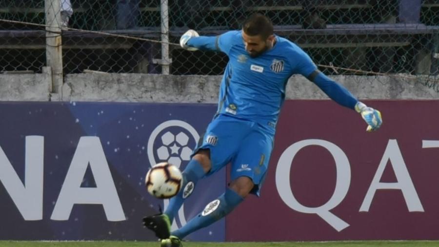 Vanderlei, goleiro do Santos, em partida contra o River Plate-URU - Divulgação