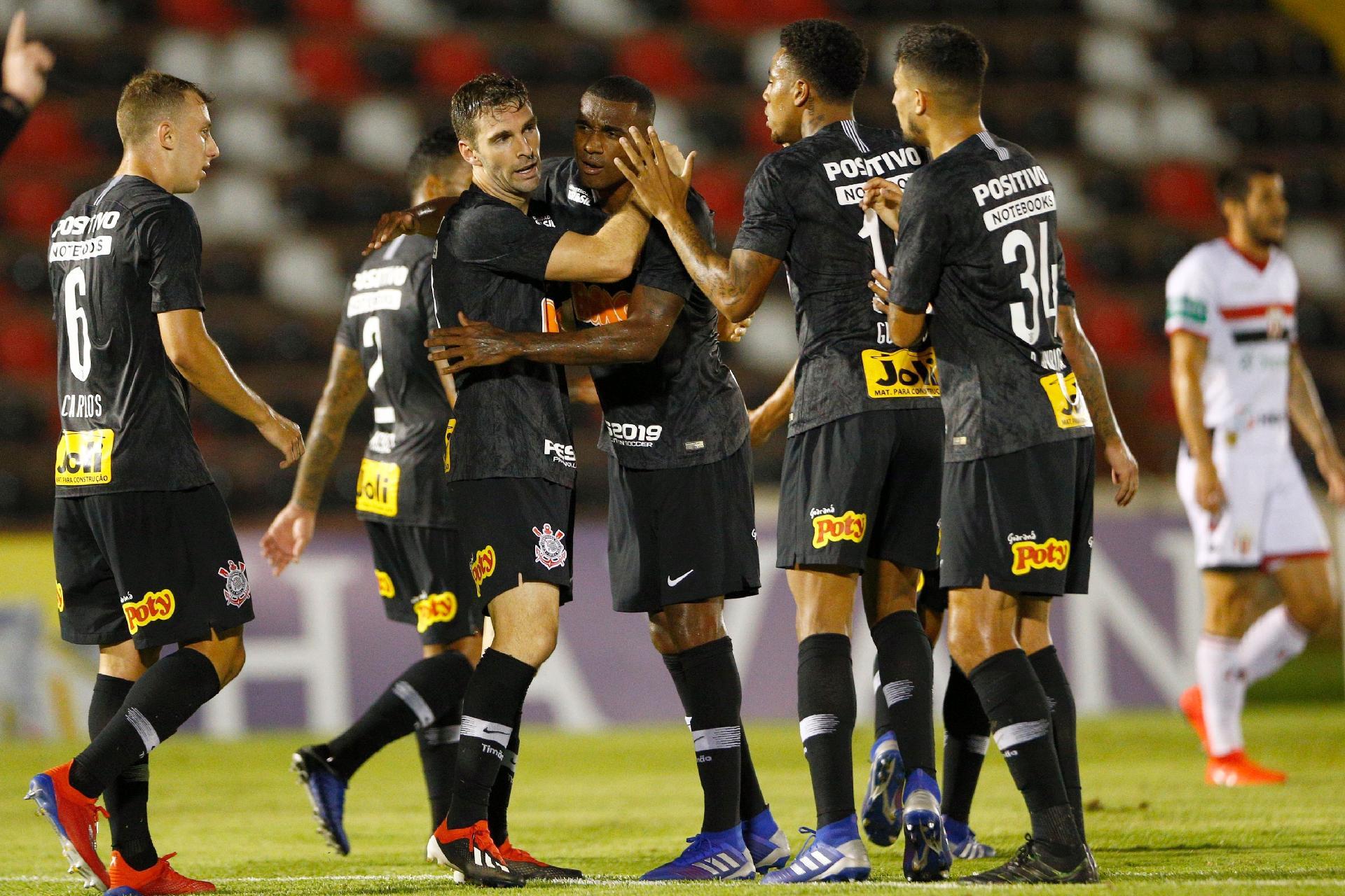 Deu match! Dupla Gustagol e Boselli agrada em Corinthians sem inspiração -  Esporte - BOL e0e6e758ea228
