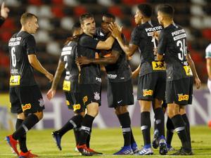 47ca3291de Deu match! Dupla Gustagol e Boselli agrada em Corinthians sem inspiração