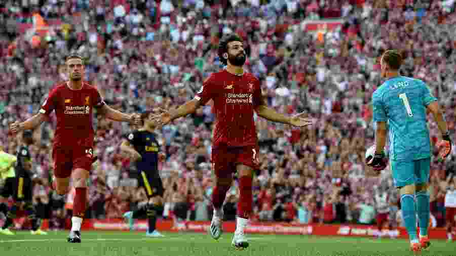 Salah comemora após marcar de pênalti para o Liverpool contra o Arsenal pelo Campeonato Inglês - John Powell/Liverpool FC via Getty Images
