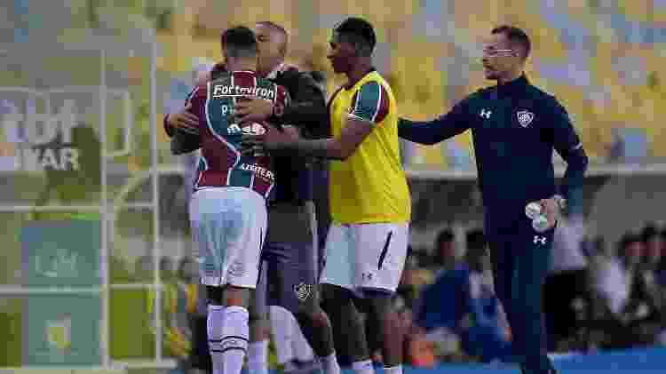 Paulo Henrique Ganso, jogador do Fluminense, discute com técnico Oswaldo de Oliveira ao ser substituído - Thiago Ribeiro/AGIF - Thiago Ribeiro/AGIF