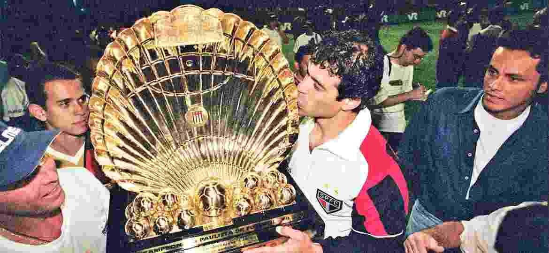 Campeão paulista em 1998, Raí ajudou o São Paulo a bater o Corinthians de Vampeta, Marcelinho... e Fernando Diniz - Eduardo Knapp/Folha Imagem