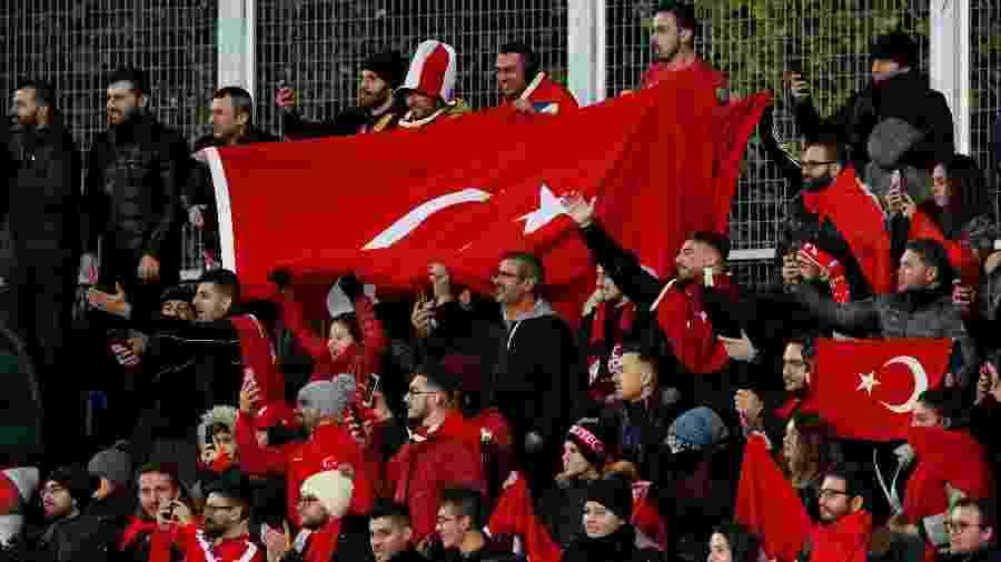 Torcedores apaixonados da Turquia devem receber a final da Liga dos Campeões em agosto - REUTERS/Albert Gea