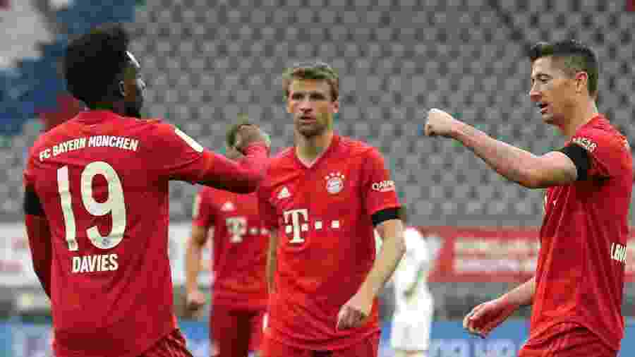 Lewandowski comemora gol do Bayern contra o Eintracht Frankfurt - Divulgação