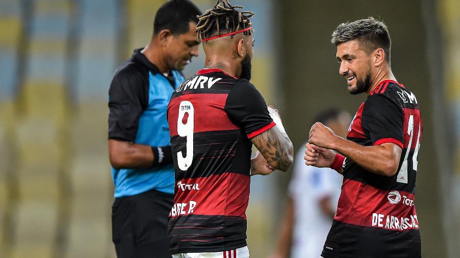 Arrascaeta, do Flamengo, comemora seu gol contra o Bangu, no Carioca. Transmissão da competição em debate - Thiago Ribeiro/AGIF