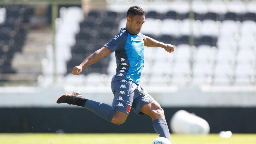 Zagueiro Werley teve férias prorrogadas, mas apesar de receber sondagens, ainda não tem seu futuro definido - Rafael Ribeiro / Vasco