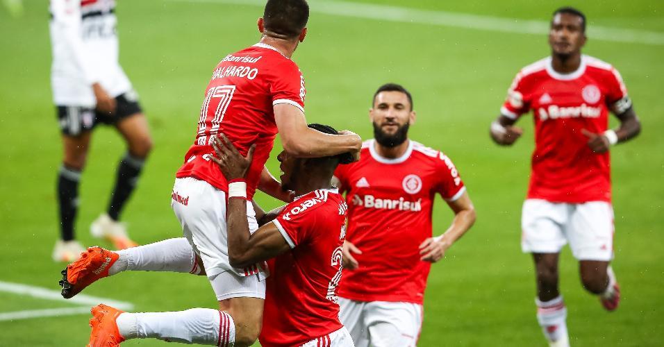Thiago Galhardo, do Inter, comemora gol marcado contra o São Paulo