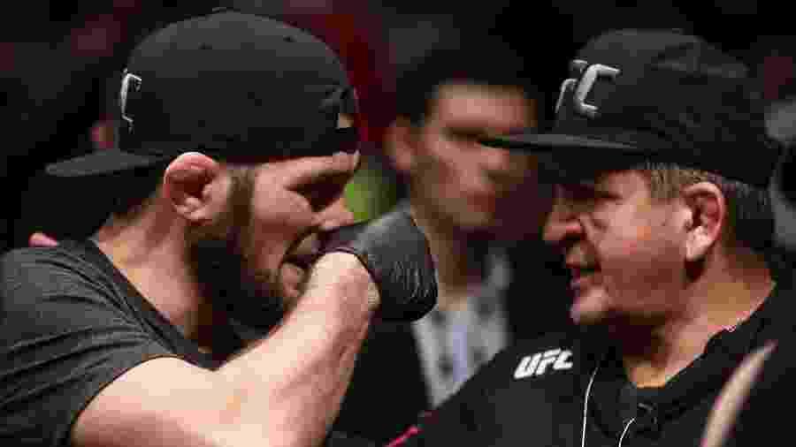 Khabib Nurmagomedov conversa com o pai durante evento do UFC - Valery Sharifulin/TASS