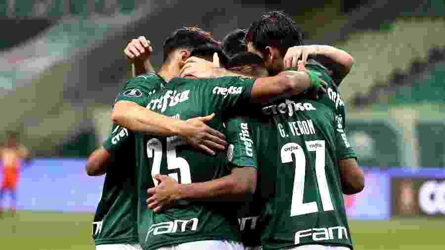 Jogadores do Palmeiras comemoram gol sobre o Delfín em jogo da Libertadores - Sebastiao Moreira-Pool/Getty Images