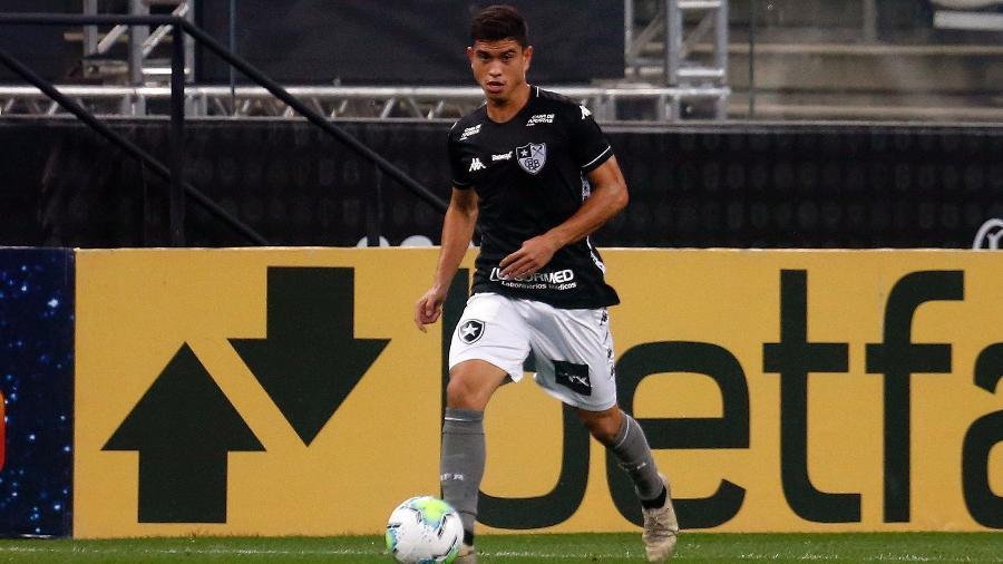 Kevin, lateral-direito do Botafogo - Vitor Silva/Botafogo
