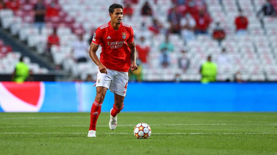 Lucas Veríssimo durante partida do Benfica contra o PSV, pela Liga dos Campeões, em agosto de 2021 - Carlos Rodrigues/Getty Images