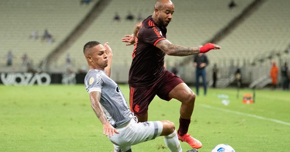 Patrick, em disputa de bola na partida entre Internacional e Ceará, pela 24ª rodada do Brasileirão