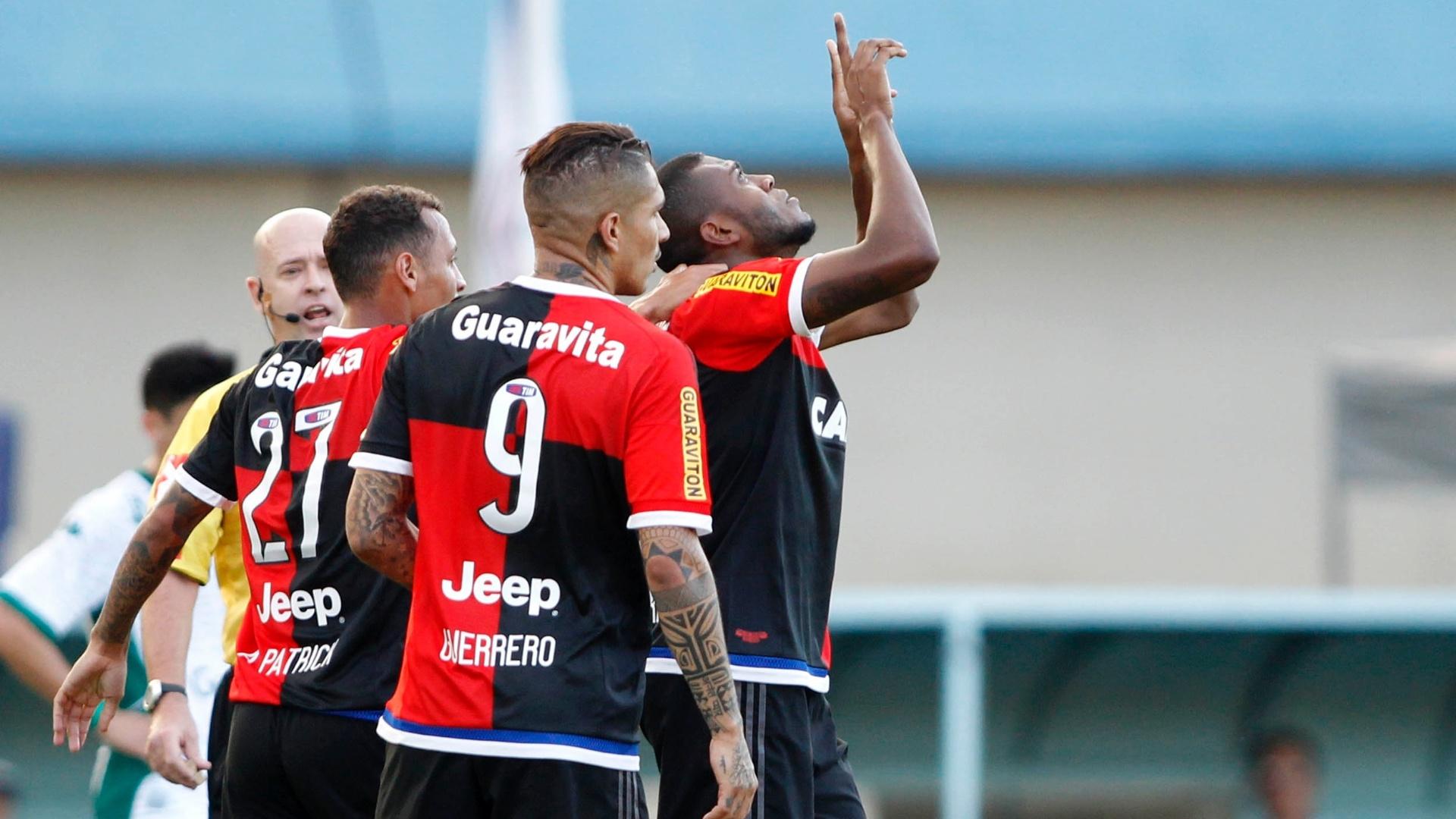 Marcelo Cirino celebra gol marcado pelo Flamengo na partida contra o Goiás, válida pelo Brasileirão