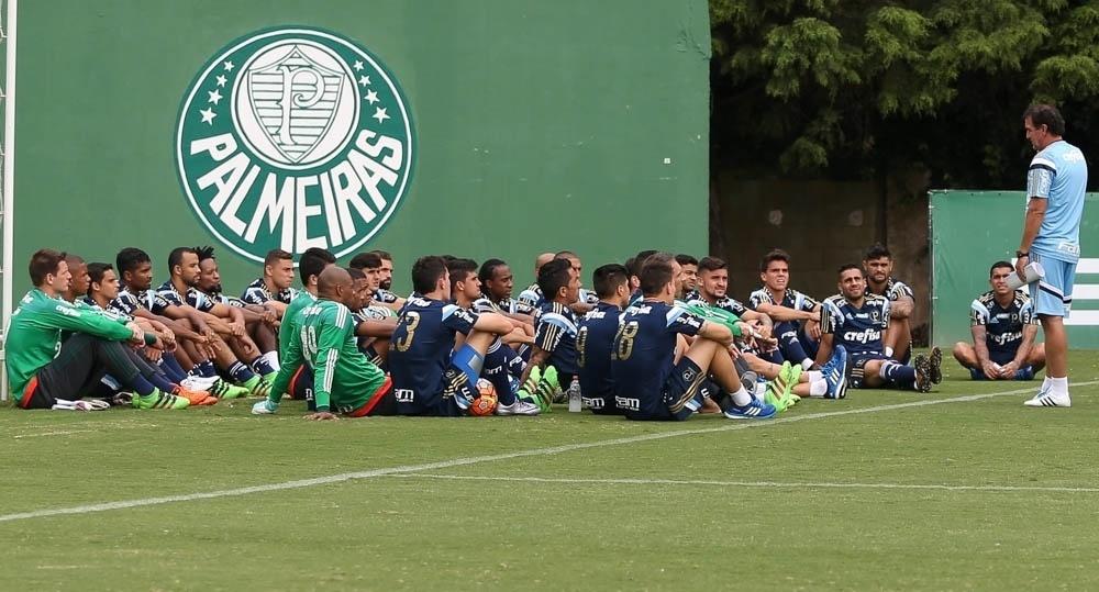 Jogadores do elenco do Palmeiras se reúnem na chegada de Cuca ao clube