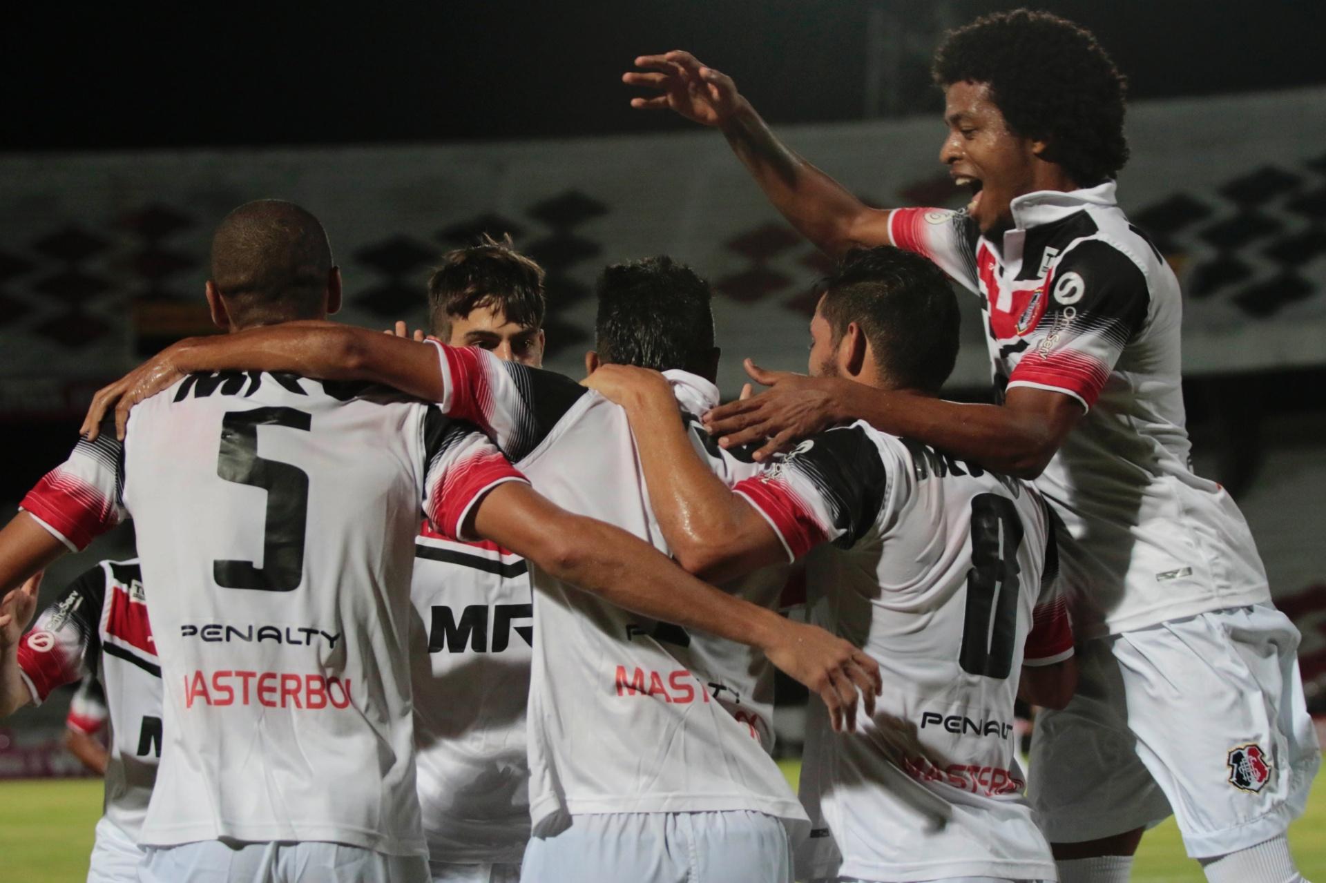 b3fa2b9bd3c4b Grêmio reserva leva cinco do Santa Cruz antes de final da Copa do Brasil -  27 11 2016 - UOL Esporte